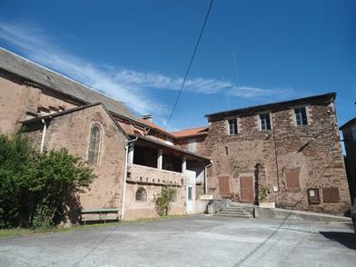Le Cambon 12400 église accolée chapelle