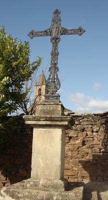 Le Cambon 12400 croix église