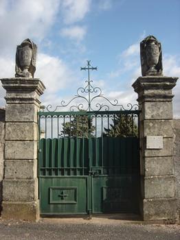 Le Cambon 12400 porte cimetière