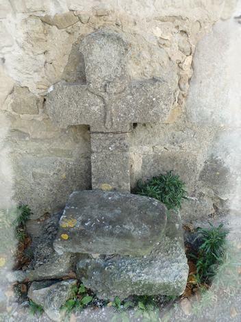 Vailhauzy croix ancienne